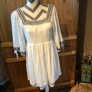 CUTE White Miami Lined Dress w/Blue Embroidery